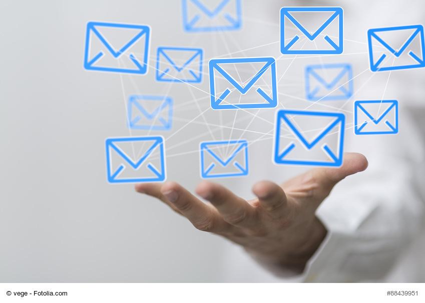 Fotolia-Bild Blaue Briefumschläge